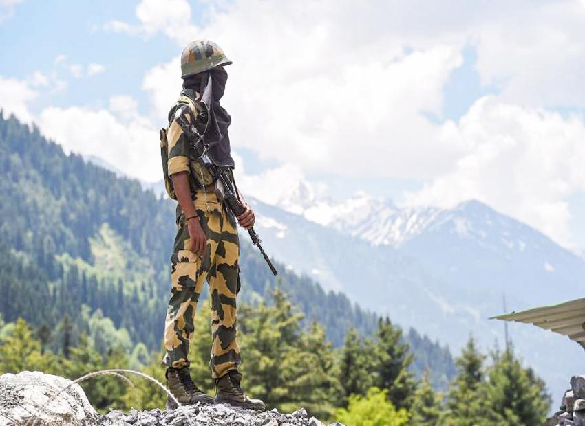 The proxy war: China is fighting the US on the Sino-Indian border https://t.co/JDsMq0wLKP #chinaindiaborder #ChinaIndiaFaceoff #ChinaIndiaStandOff #GalwanValleyFaceOff #LadakhBorder @MajGenMunir @AsimBajwaISPR @OfficialDGISPR @MBIMunshi @mrkhanbd @kahuq @ayeshakabir https://t.co/YhSJsJDOmO