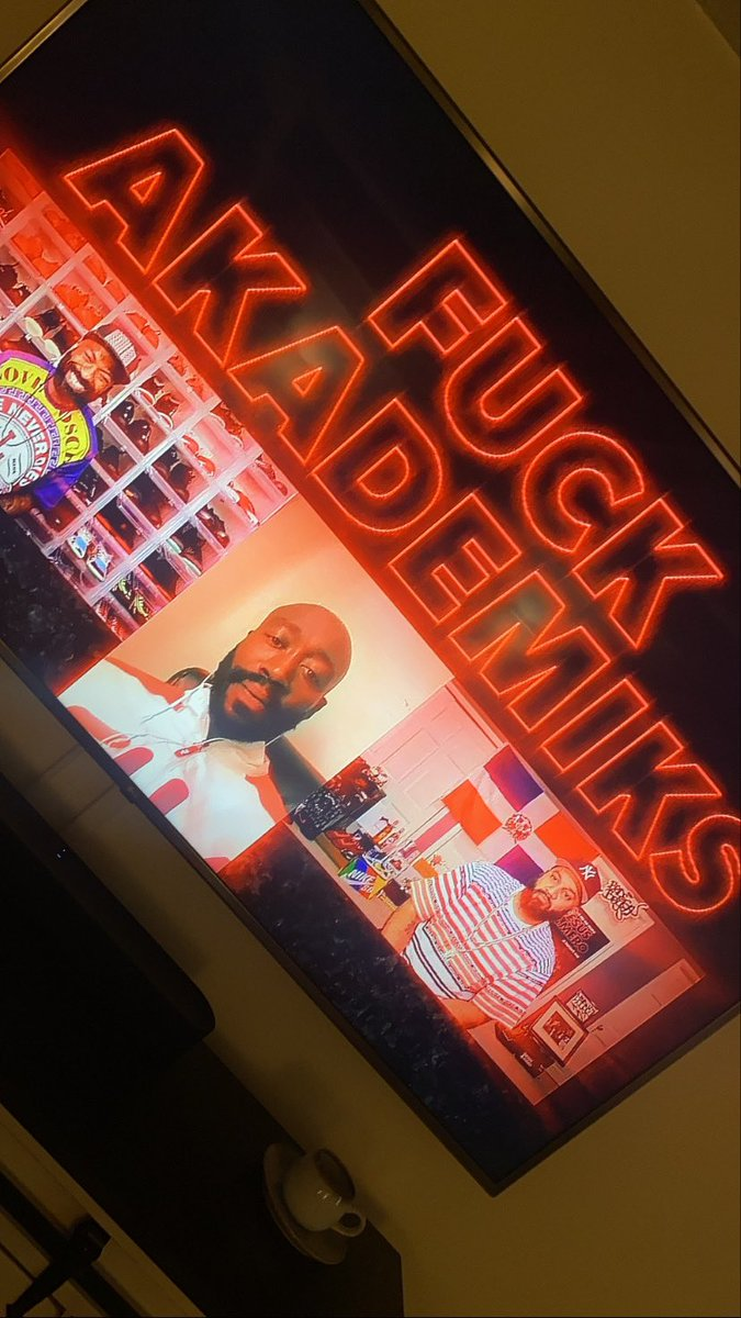 Yo I was watching @FreddieGibbs on @SHODesusAndMero and when they set to ask him what his neon sign should say...I said Fuck @Akademiks and then seconds later
