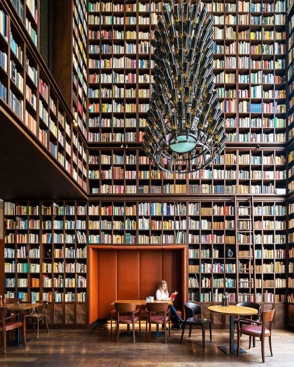 B2 Wine Library, Zurich, Switzerland. Interior design by Ushi Tamborriello, 2012. pic.twitter.com/zscgdlJbOZ