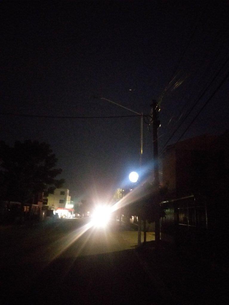 @AleParraGrande buenas noches, desde el pasado viernes luminarias apagadas calle gigantes desde el cruce calle 56 hasta 74 muchas gracias por su atención. pic.twitter.com/YJPMjrLHuP