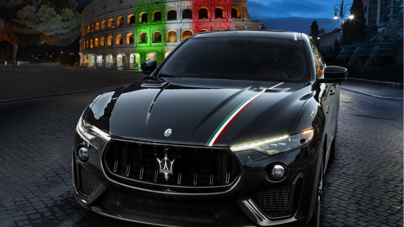 #Maserati now offers an #Italian inspired hand-painted stripe on the hood and roof of its new vehicles  The tricolor stripe is meant to celebrate Italy moving past the worst of its #COVID19 casespic.twitter.com/1FlO5RWRuS