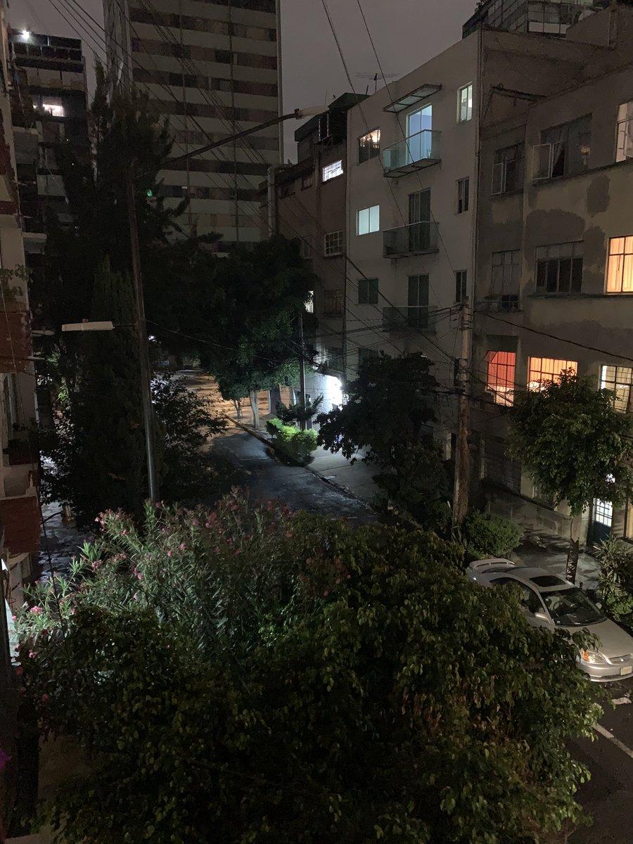 @AlcCuauhtemocMx @nenulo un favor, ayúdenos a que las luminarias en la calle de Villahermosa en la Colonia Hipódromo prendan, esta a obscuras y el trámite de reporte solo es presencial y seguimos en emergencia (COVID), Gracias pic.twitter.com/xyyWavBXbH