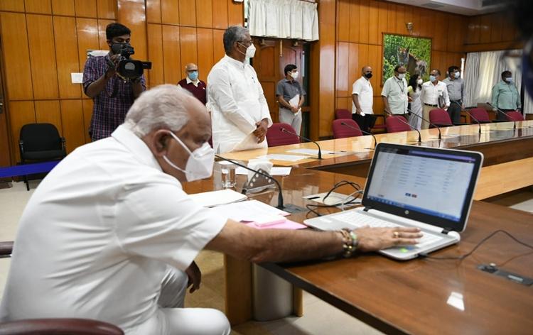 Karnataka launches Weavers Samman Yojana through which handloom weavers will get annual financial aid via DBT ddnews.gov.in/national/karna…