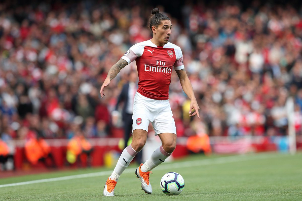 Transfer Gossip: Paris St-Germainare looking at a move forArsenaland Spain right-back Hector Bellerin, 25, with Juventus and Bayern Munich also interested.  BBC Sport | #263Chat  Credit: Bleacher Report https://t.co/SRekthvUCL