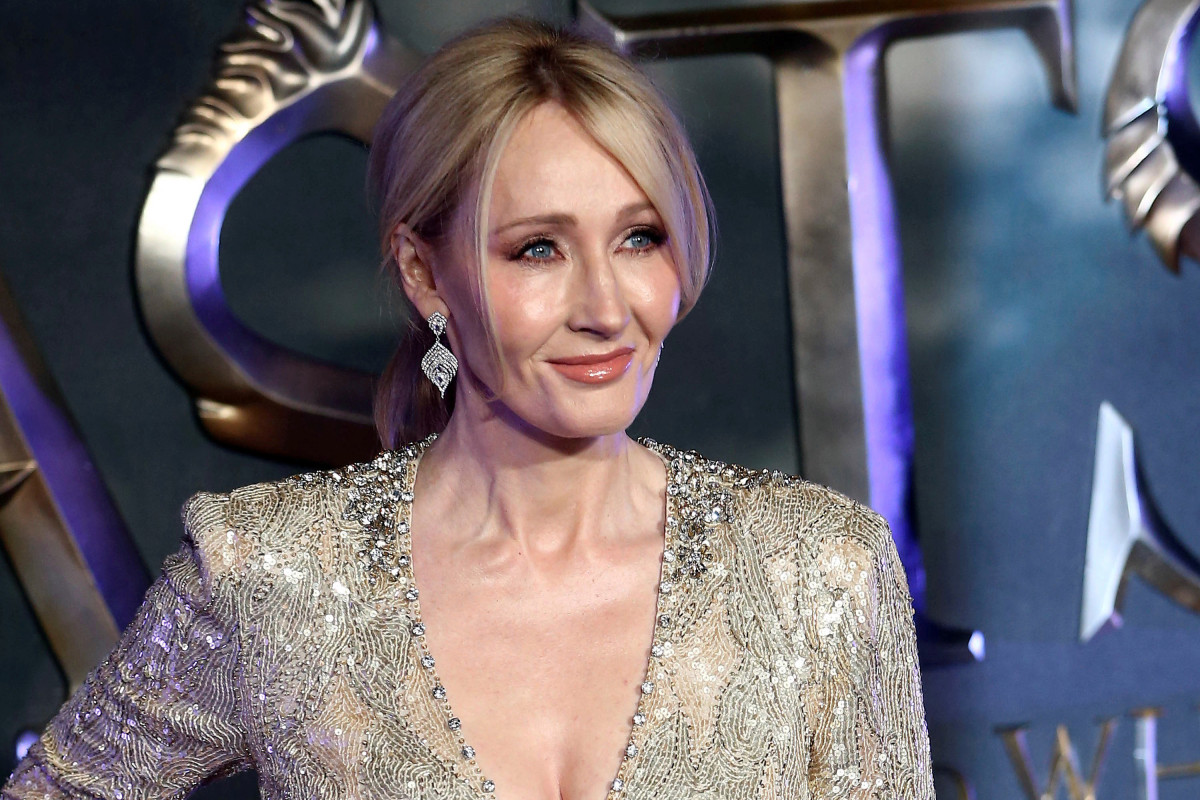 JK Rowling faces more criticism over statements on hormone prescriptions trib.al/lLgNjcc