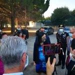 Image for the Tweet beginning: Blitz alla scuola Falcone del