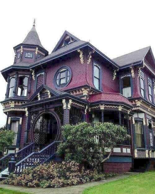 Who lives in a beautifully preserved creepy house like this? 😁  #starkstructures #askthestructuralengineer #design #engineering #architecture #structuralengineering #architecturaldesign #structural #architectural #contractor #engineeringdesign https://t.co/WrkBgDLQSV
