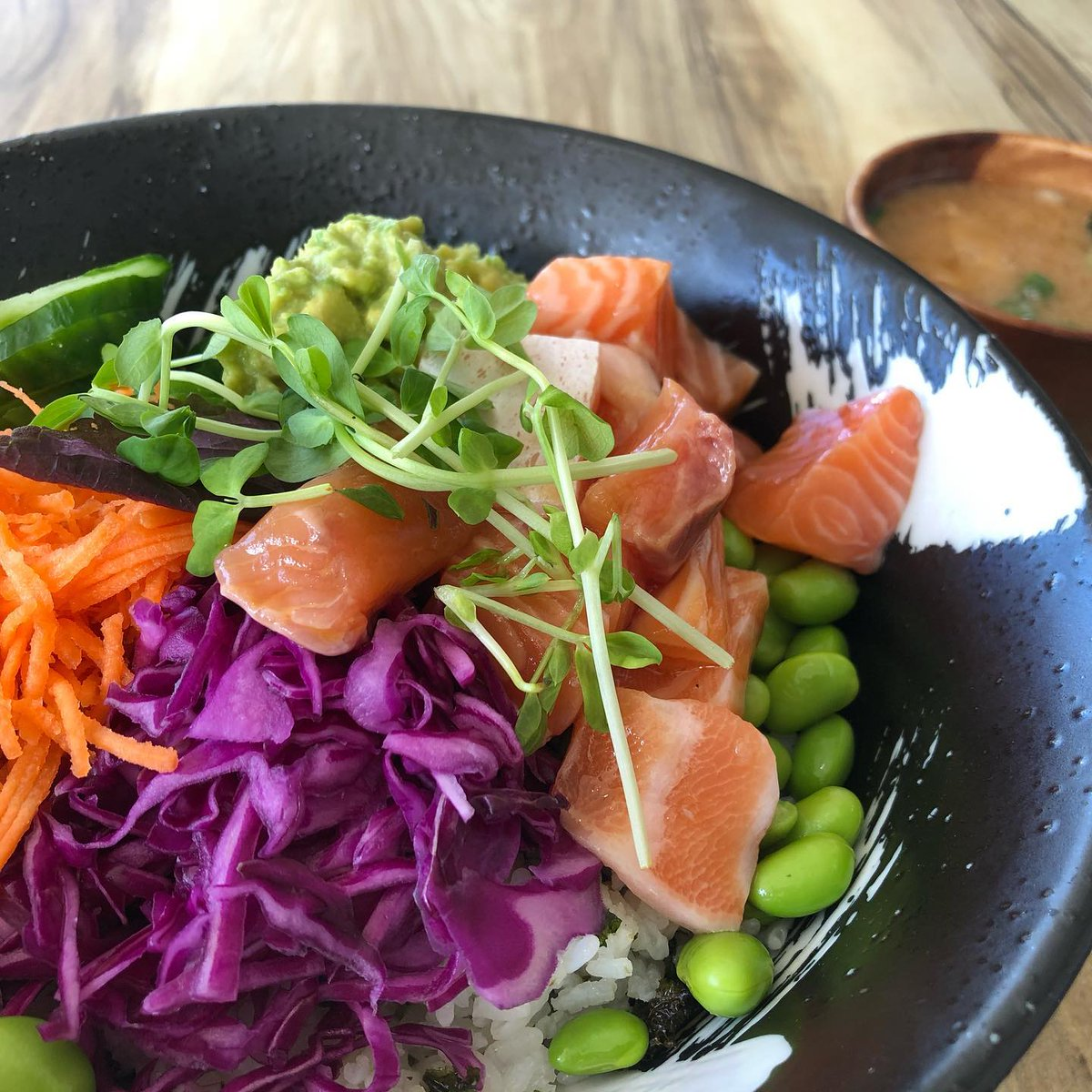 Decided to turn right instead of my usual left during my regular walking route and ended up getting a #pokebowl #sydneyeats pic.twitter.com/mWTKe9rOIW