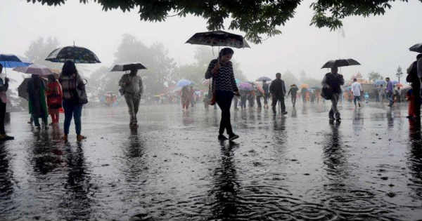 IMD forecasts thunderstorm with rain over and adjoining areas of few places of northeast, north Delhi, Ghaziabad, Palwal, Hodal, Mathura, Alwar, Modinagar, Hapur, Hindon AF during the next 2 hours #monsoon #WeatherForecast