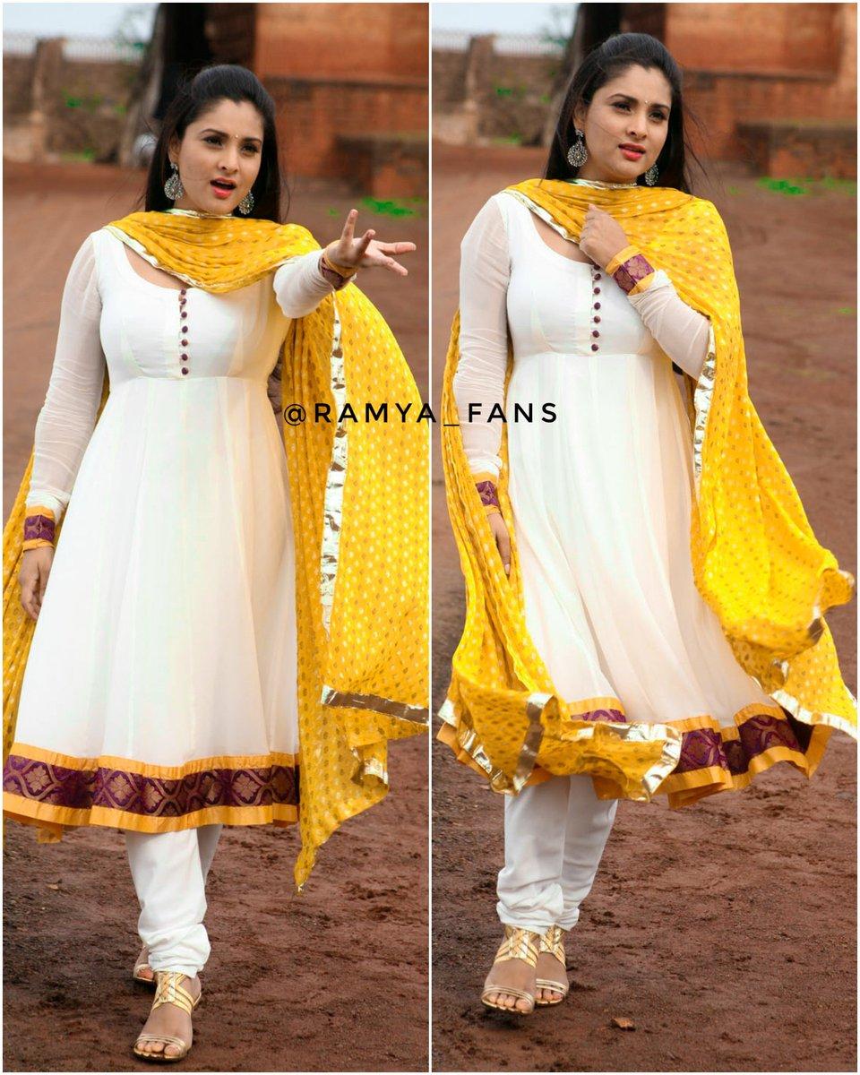ಸ್ಯಾಂಡಲ್ ವುಡ್ ಕ್ವೀನ್ ರಮ್ಯಾ @divyaspandana #Sandalwoodqueen #sandalwoodpadmavati#sandalwoodqueenramya#kannadthi #nimmaramya#actressramya#angel #diva #divyaspandana#padmavati #luckystar_ramya #mohakataareramya #goldengirl_ramya#ramya#ramyaplsdofilms #ramya_fanspic.twitter.com/9WN3WUuaK4