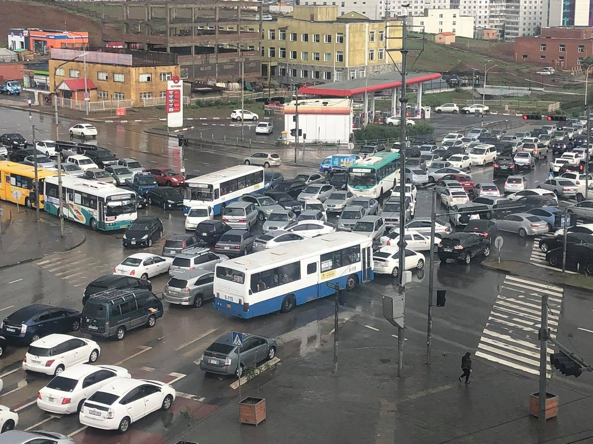 なんでこうなる  #モンゴル #ウランバートル https://t.co/IdfEL4M7M5