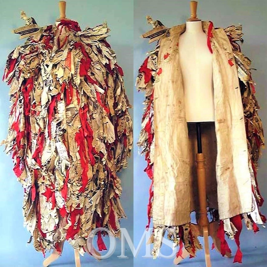 #MorrisDanceMonday #MuseumsUnlocked  Only 172 days!   A #1970s costume from the #Abingdon Mummers play: Old Father Christmas  The coat is ingenious, a warehouse coat covered in newspaper & crepe strips  #OxonMuseums #Oxfordshire #FolkDance #MuseumMonday #ChristmasInJulypic.twitter.com/vaZyxhItCw