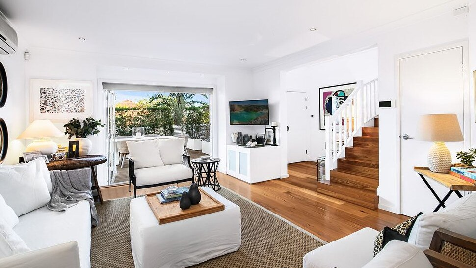 The sold sticker has gone up on the North Bondi home of Sunrise co-host Sam Armytage after less than two weeks on the market. https://t.co/BItMc0mITK #realestateau #NSW via @_SteveNicholls https://t.co/6b3uqvIhW7