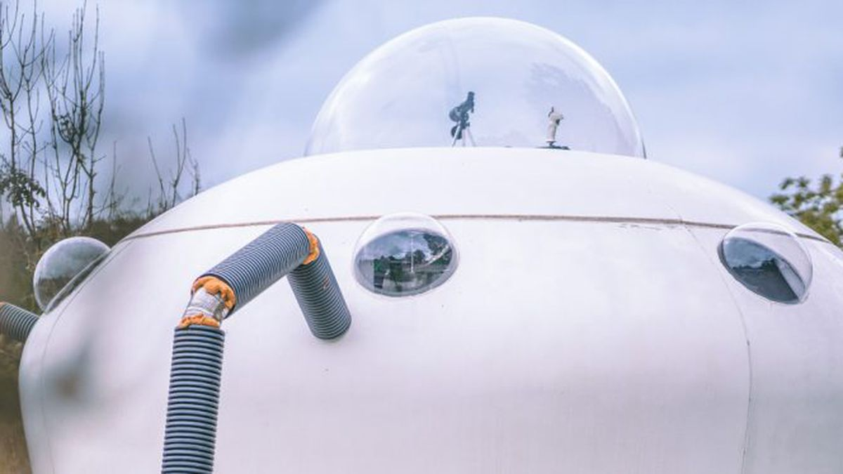 Out of this world: You can actually stay in this spaceship style glamping pod - there's even a hot tub! https://t.co/z7ARLg1aA1 https://t.co/hqtQbe6MBn #SME #ThursdayThoughts #FridayThoughts #SaturdayMorning #SundayThoughts #MondayMotivation #TuesdayThoughts #WednesdayWisdom