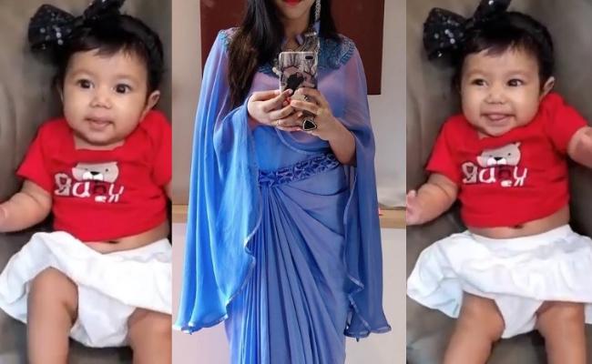 WoW.! - பிரபல நடிகை வெளியிட்ட மகளின் செம க்யூட் வீடியோ.. இப்போது வேற லெவல் வைரல் ஆகிருச்சு. - யாருன்னு கெஸ் பண்ணிட்டீங்களா..?!!  https://tamil.behindwoods.com/tamil-movies-cinema-news-ta/actress-alya-manasa-shares-a-cute-video-of-her-daughter-and-goes-viral.html… #MotherandDaughter #ViralVideopic.twitter.com/FlqL4oUF1d