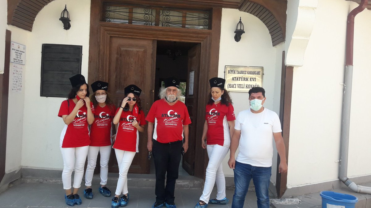 VEEEE TANITIMLARIMIZ BAŞLADI.  İlk gelen misafirlerimiz İzmir Gündoğdu Halk Konseyi oldu. #HABİBAKALIN  #KEŞFET  #TBT  #ŞUHUTATATÜRKEVİ #KOCATEPEANITI  #YÜZBAŞIAGAHEFENDİŞEHİTLİĞİ #ŞUHUTKESKEĞİ