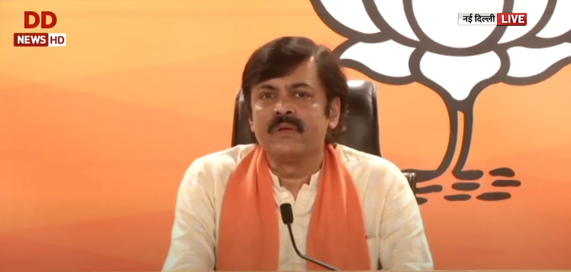 .@BJP4India hits out at Rahul Gandhi over his absence at the meetings of Standing Committee on Defence WATCH: youtu.be/IYeg4WWpt7s