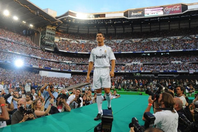 #OnThisDay 📅: In 2009, Cristiano Ronaldo was unveiled as as a Real Madrid player at the Bernabéu 🔥. 80,000 people filled the stadium to welcome him 🙌