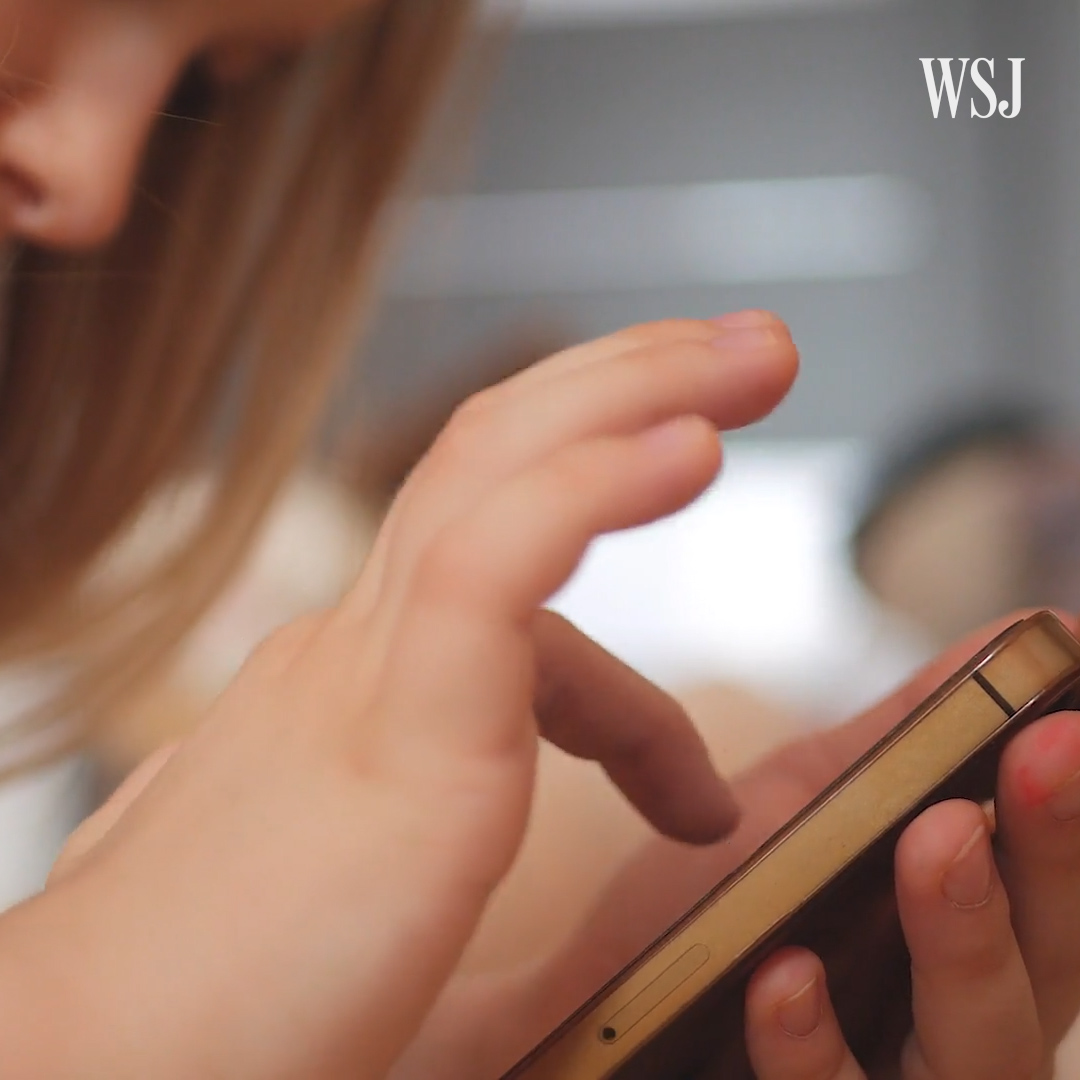 test Twitter Media - When should parents open the door to social media? @juliejargon talked to two families about the chat app dilemma. #WSJWhatsNow https://t.co/kfyaz2DWY5 https://t.co/qNsLGI3ALR
