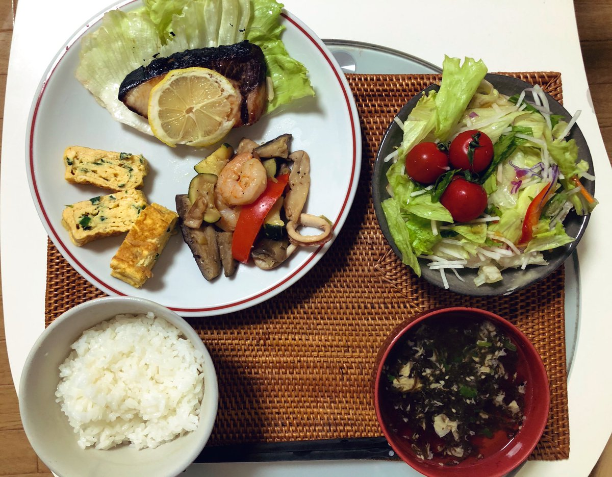 Eating out for lunch today, I tried cooking easy & health dinner, which is full of veges and something not so oily, tonight Well then, After taking a break, Let's move on the next cooking, a preparation for curry rice for tomorrow! #cookingathome  #twinglish  #おうちごはん pic.twitter.com/1jgYFdYsU5