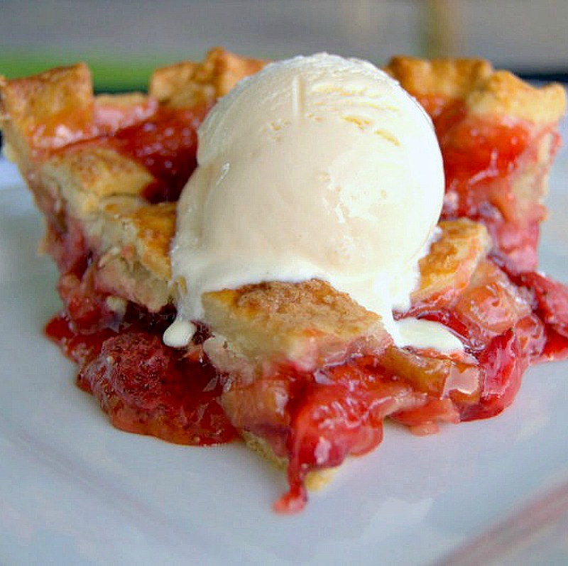 Strawberries, rhubarb and pie. I cannot think of a more perfect combination for a summer dessert. Sweet, juicy and super delicious. https://t.co/70o1IfLKRL #strawberries #rhubarb #pie #MondayMotivaton https://t.co/wBn58LnK9J