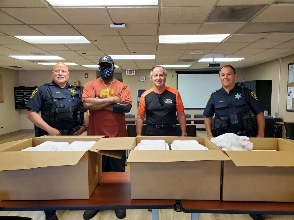 Thank you to Randy Whitmore from Whitmore's Auto Service for providing lunch from Big Ed's BBQ for our officers on Friday, June 3rd! We appreciate your generosity, the food was delicious! #thankyou #delicious #bbq https://t.co/iAFLzcX7Zf