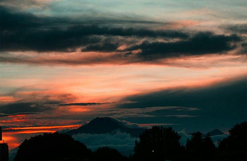 Buenos días... Desde Puebla México... #Puebla #volcanes #malinche #FotoDelDia #Buenosdiaspic.twitter.com/L7y0Itzude