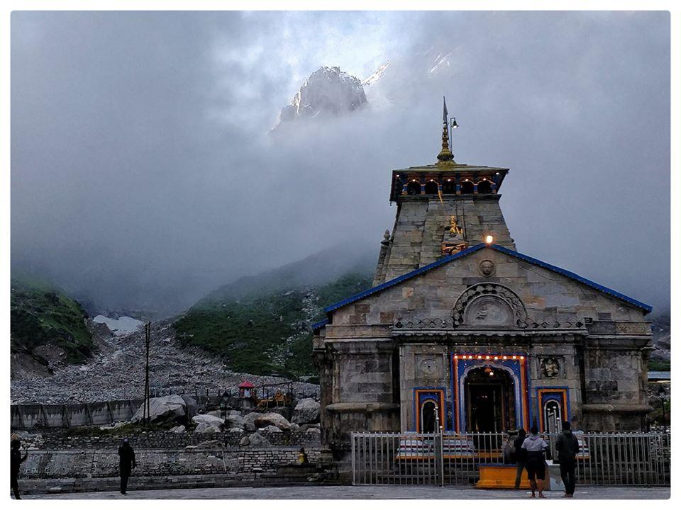 Kedarnath temple #kedarnathtemple #natureperfection #beautyofnature #places_wow  #nakedplanet #theglobewanderer #roamtheplanet #fantastic_earth pic.twitter.com/GHsjHormA7