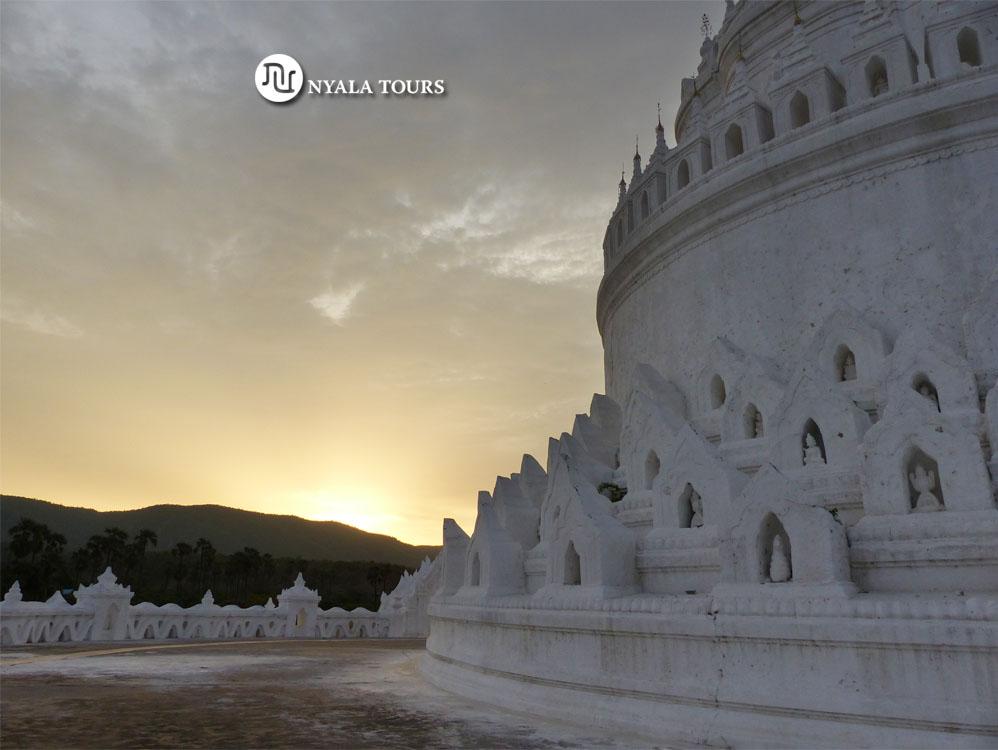 Hsinbyume or Myatheindan #pagoda #Mingun  #myanmar  #snowwhite in #color, #resembles the description of the #mythological mountain #mount #meru #white #blanco #mandalay #travel  #burma #birmania #travelphotography #instatravel #wanderlust #asia #temple #photography #travellingpic.twitter.com/vKR6oCBBZ6