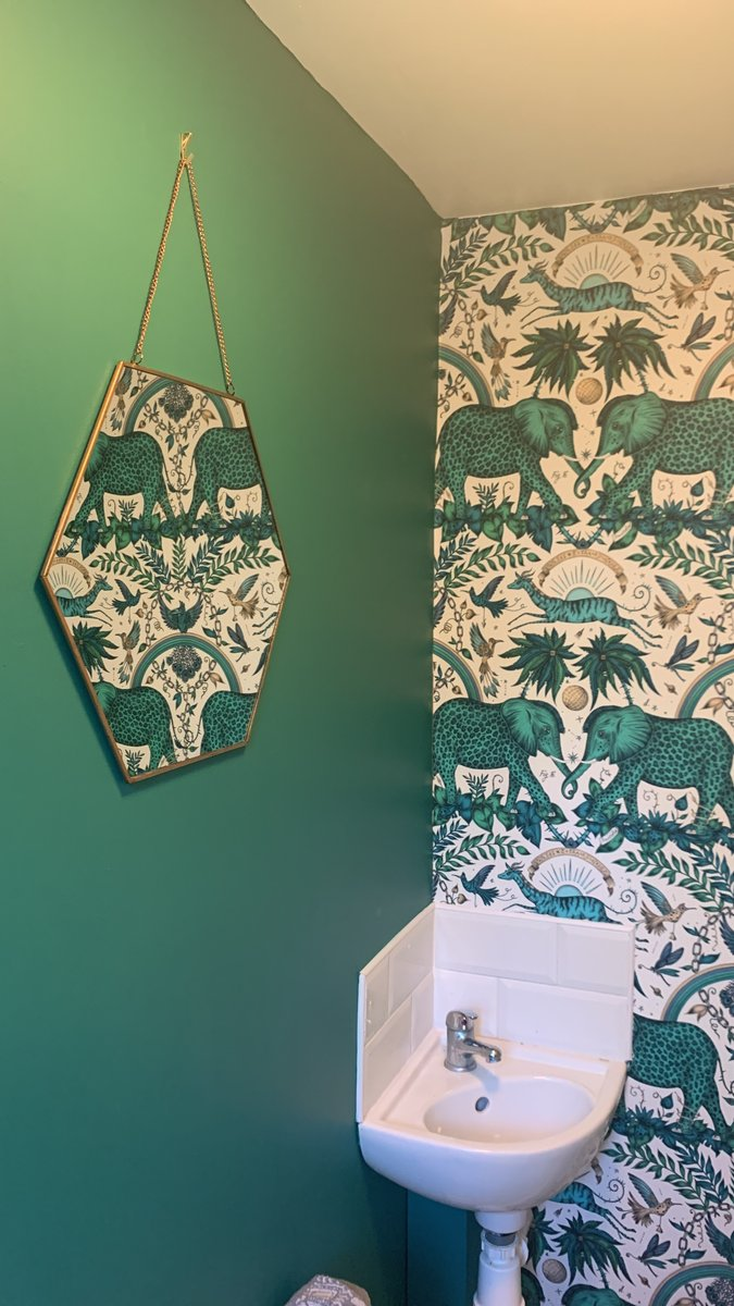 Our team are sharing their creative spaces...we love Charlotte's cloakroom  #andrewgrant #AG #creative #inspiration #homeinspiration #homedecor #sanctuary #emerald #jungle #pattern #wallpaper #pineapple #orchid #plant #elephant #gazelle https://t.co/cAjy5h6gqb