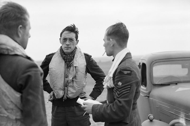 Hero pilot's WW2 diary enthralled Brits but he died without anyone his knowing name  https://t.co/SefVDXs4d1 https://t.co/t3hIMNIoPj