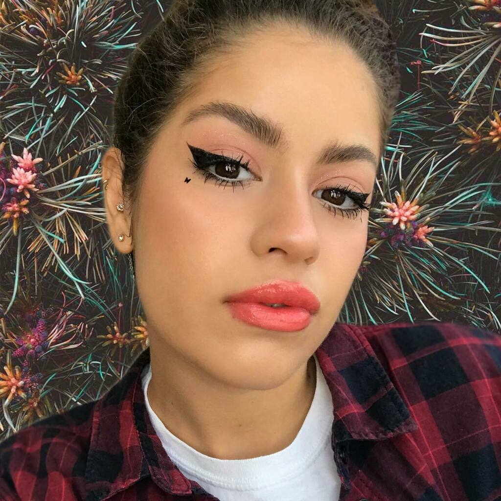Found a new editing effect  • • • #cutemakeup #blottedlip #coral #coralmakeup #corallip #lipgloss #lipglosspoppin #egirl #altmakeup #alternative #alternativegirl #alternativemakeup #blush #blushpink #blushmakeup #rosycheeks #glittermakeup #butt… https://instagr.am/p/CCS_rY3A1fX/pic.twitter.com/oUO8vY8mSE