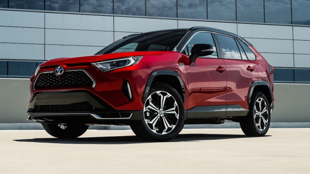 #Motor Trend test drives the 2021 #Toyota #RAV4 Prime. Does the crown jewel of the popular SUV lineup sparkle? https://onetoyota.co/31RzJeOpic.twitter.com/jp6tw4WQkn