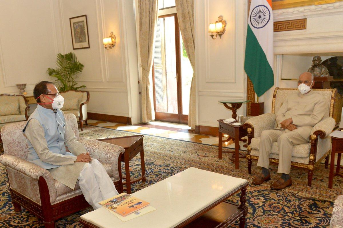 Shri Shivraj Singh Chouhan, Chief Minister of Madhya Pradesh, called on President Kovind at Rashtrapati Bhavan