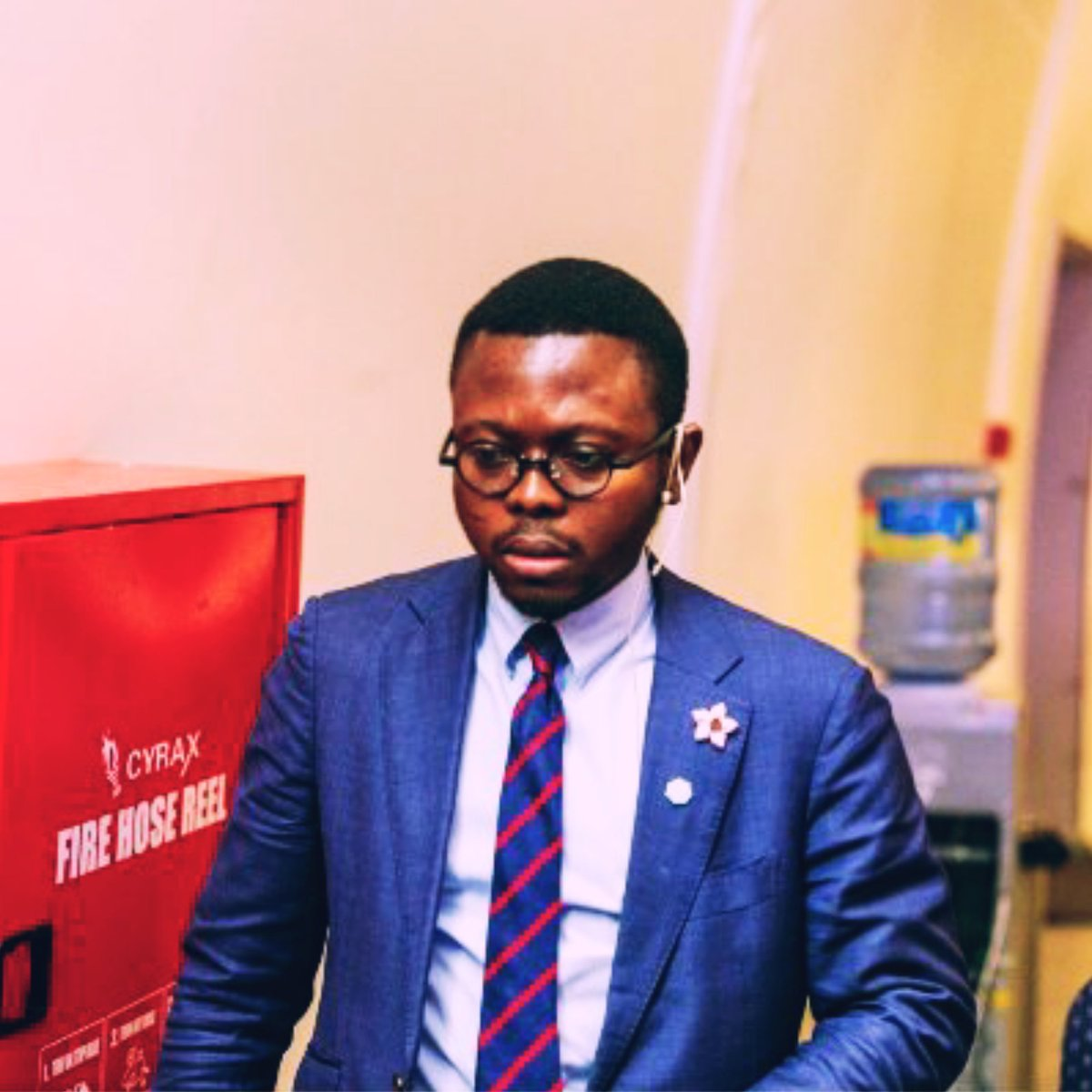 Meet ADEBAYO ALONGE  Nigerian Pharmacist, Adebayo Alonge has been commended by Canada's Prime Minister Justin Trudeau for co-developing an Artificial Intelligence that detects fake and spoilt drugs in 15 seconds for pharmacies across Africa  Let's Celebrate him https://t.co/chMnZWiOO1