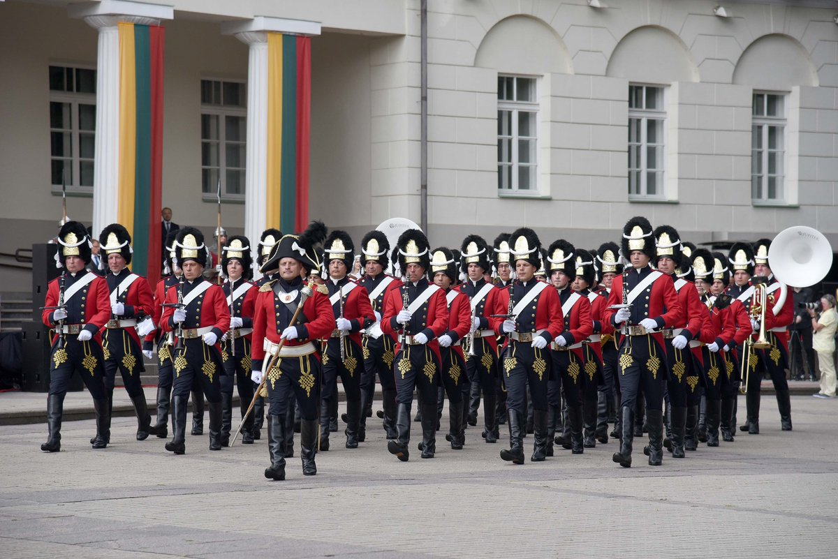 NATO fighter aircraft, 14th c. Honour Guard&Mil Orchestra highlighted 🇱🇹Lithuania  Statehood Day – King Mindaugas' Coronation Day. NATO BAP mission is currently conducted by 🇪🇸Spanish Air Force w/ F-18 Hornet fighters augmented by 🇬🇧British Royal Air Force w/ Eurofighter Typhoons https://t.co/YwnT2H60Wu