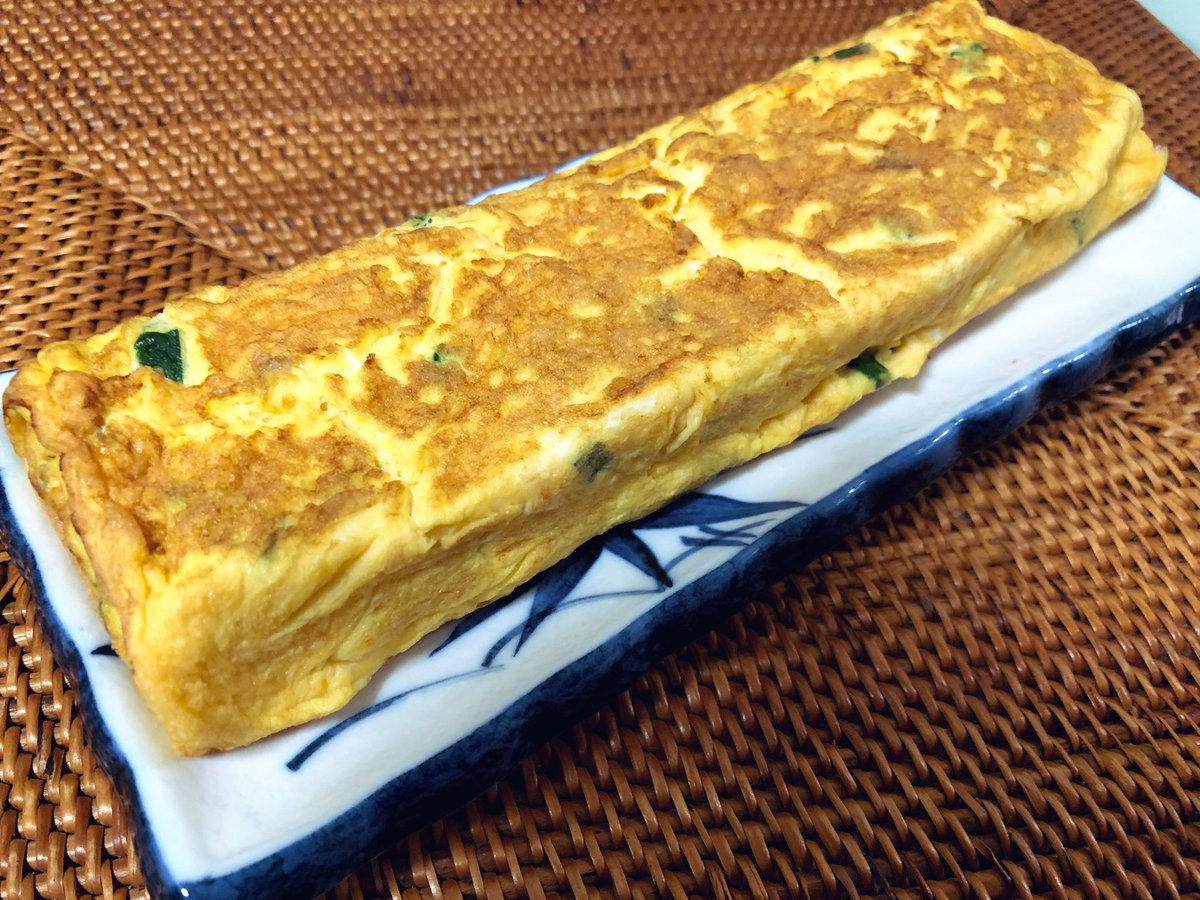 Recently Cooking Japanese omelette(#卵焼き) is becoming my routine work on Monday night #cookingathome  #twinglish  #おうちごはん pic.twitter.com/pifltf4iH2