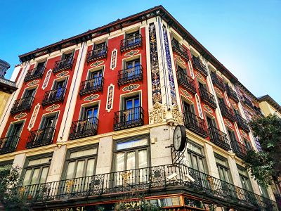 ¿Sabías que la Posada del Peine es el hotel más antiguo de #madrid? Y encierra muchas leyendas, como la que hablaba de una habitación secreta, detrás de un armario, para esconder fugitivos. Te lo cuento todo, aquí:  https://t.co/fCsQXbNzcu https://t.co/OnemRHuYRH