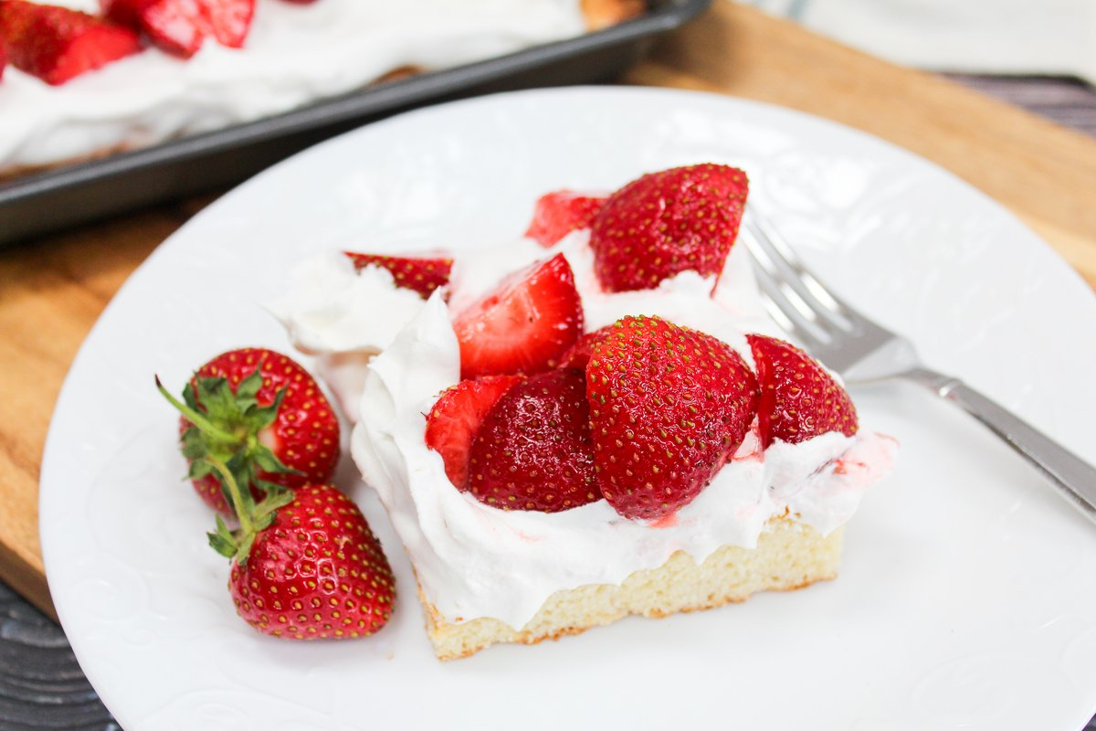 Sweet and buttery biscuits baked sheet-pan style, and topped with homemade whipped cream and fresh strawberries.  https://t.co/md6QUUrMMy  #SummerDessertsWeek #StrawberryShortcake https://t.co/JA5ETHcPk5