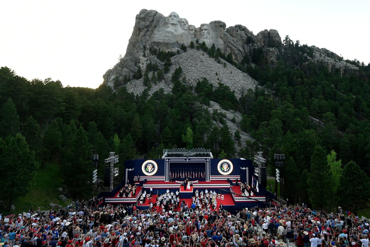 This is what Trump's visit to Mount Rushmore looked like https://t.co/3BpfPhwkX6 https://t.co/5jrjKw9X38