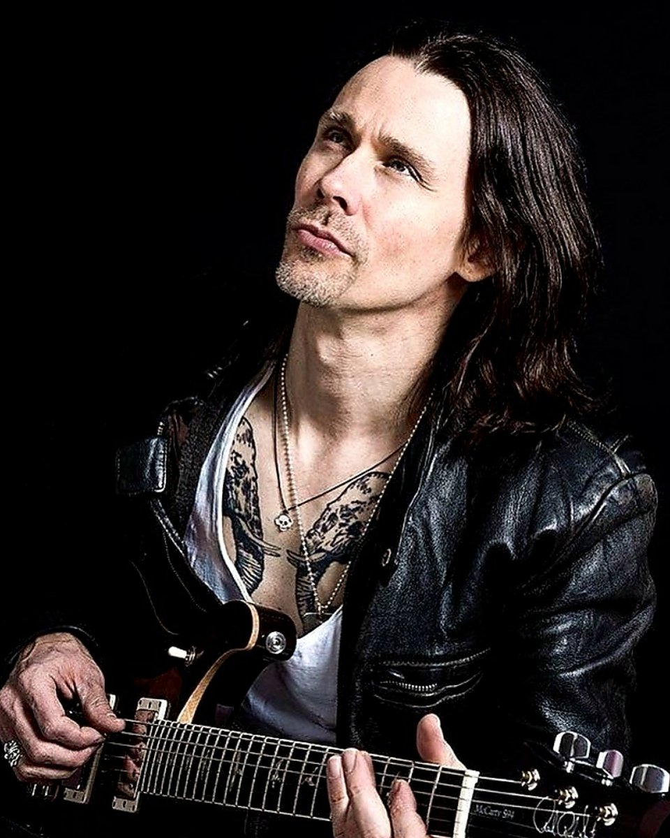 """If you're doing something that you love & that makes you happy & if you can do something that makes other people happy that to me is being successful... adding to humanity & doing something positive & good...That's important to me""~ @MylesKennedy🎈  Thx!:)📸👏 @Will__Ireland https://t.co/zHJUuuaeJ3"