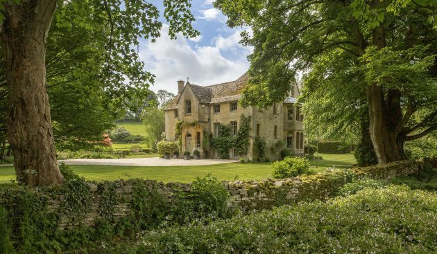 A spectacular, secluded Cotswolds house with delightful gardens, Aga and tennis court ift.tt/2ZFilHr
