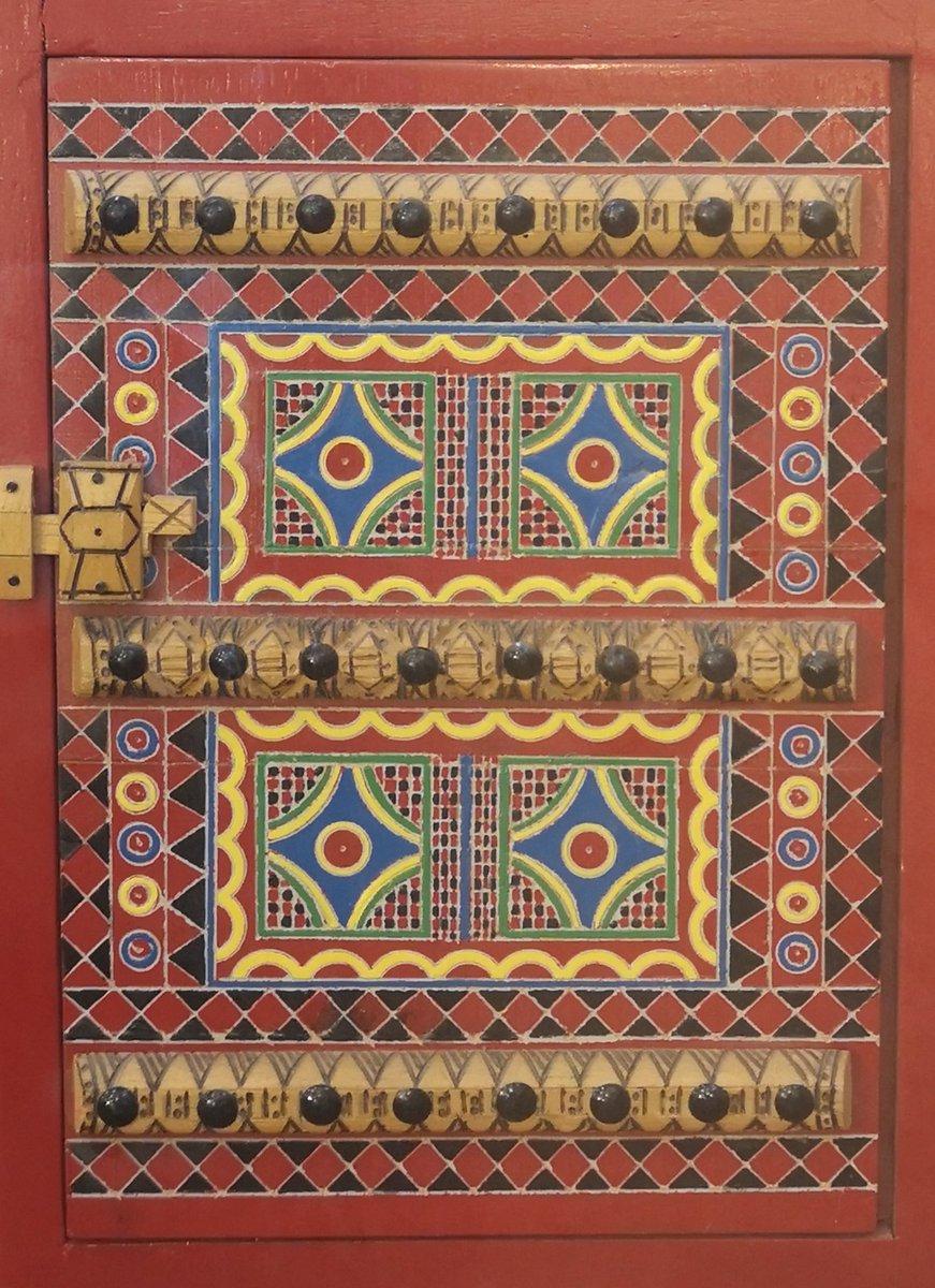 مجسمات  صغيره وجميله للأبواب النجدية تقدم كهدايا ودروع للمسؤلين... وهي تمثل هويتنا التراثيه والتي تحمل مجموعة من الزخارف والنقوش النجدية #الزخارف_النجدية #الابواب_النجدية #نقوش #زخرفة_نجدية #مجسمات #هدايا #دروع #سدير https://t.co/LapDP2eTla