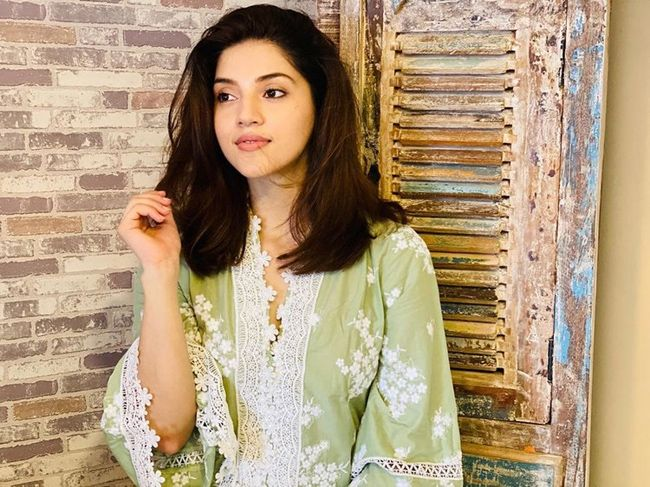 Mehreen Looking Mesmerizing..... @Mehreenpirzada #MehreenPirzada #Mehreen #Actress #actresses #celebrity #celebrities #tollywood #tollywoodactress #model #fashion #beauty #actresslife #celebritylife #actressmehreenpirzada For more latest updates #like #share #follow Movietonite https://t.co/HP4oqAVvtP