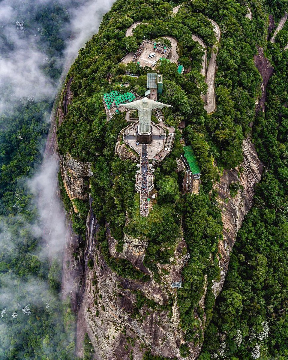 📍𝗕 𝗥 𝗔 𝗭 𝗜 𝗟  The greatest symbol of RIO DE JANEIRO :  Christ the redeemer. The largest art deco statue in the world is 710 meters above sea level, on  corcovado mountain.   #traveltricks #brazil #riodejaneiro #corcovadomountain #christ  #visitbrazilvisitbrazil https://t.co/BJGoUbhtPQ