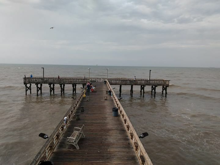 These lucky fisherfolks have the whole place to themselves. #61stpier #Galveston #TX #Texas #Fishing #Pier #dock https://t.co/v9z00C7uEV