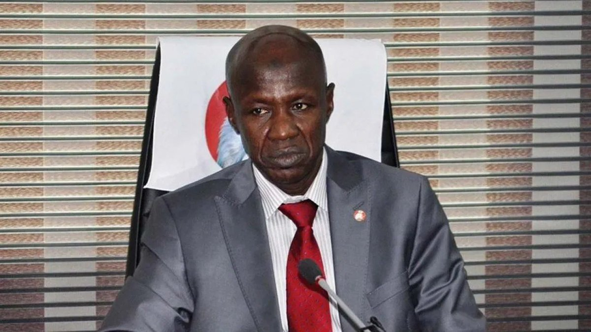 BREAKING: DSS Arrests @officialEFCC Acting Chairman, Ibrahim Magu | Sahara Reporters He was arrested over allegations that he owns four properties and that he was allegedly transferring funds abroad through a third party. READ MORE: bit.ly/2ZJz7oS