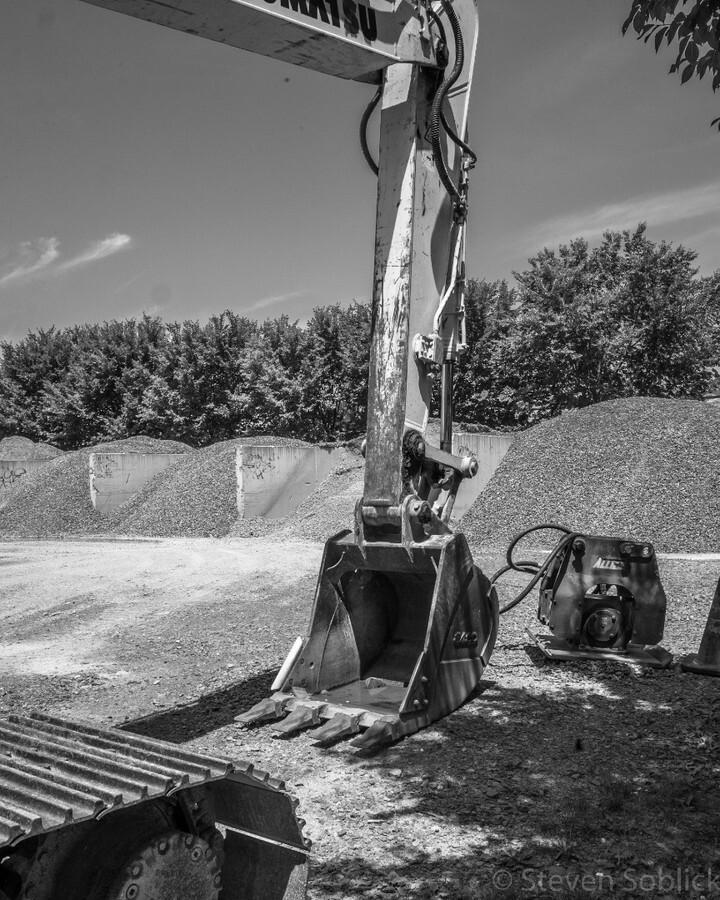 Backhoe, Gravel #gravel #backhoe #construction #dot #ithaca #twithaca #blackandwhite #bandw #bw https://instagr.am/p/CCTQ6OEJABg/pic.twitter.com/FwPgTbuasR