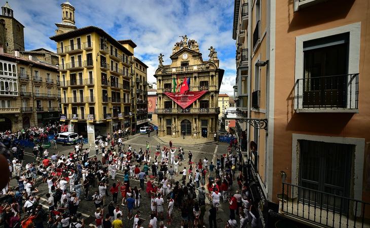 #FotoDelDia   Pamplona vive su particular 6 de julio más extraño: sin chupinazo por el coronavirus https://bit.ly/2BHKgP7pic.twitter.com/a0zE1xMJi3