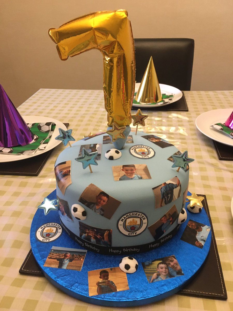 Happy 7th birthday Oliver he can't wait to get in his city bedding and eat his amazing city cake made by the wonderful @Natalie32542593 what do you think @ManCity 💙💙 https://t.co/uHLXHsQgrs
